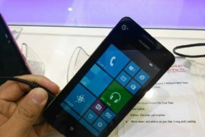 """The first """"live"""" photos Huawei Ascend W2 in different body colors"""